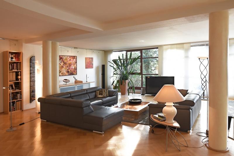 charmantes haus wohnen und arbeiten unter einem dach. Black Bedroom Furniture Sets. Home Design Ideas