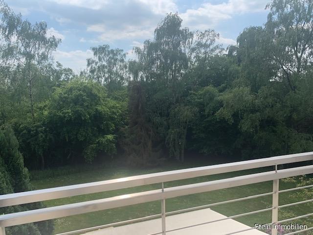 Helle und gemütliche Dachgeschosswohnung mit Blick ins Grüne! 45133 Essen Bredeney, Dachgeschosswohnung